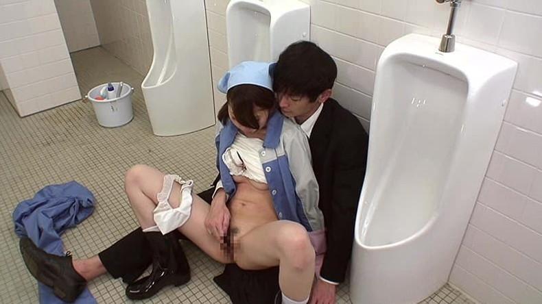 【おっぱい】公衆便所や公共施設の掃除婦してる働く女に興奮して仕事中に熟女おっぱい露出させて寝取りまくった掃除婦のおっぱい画像集!ww【80枚】 19