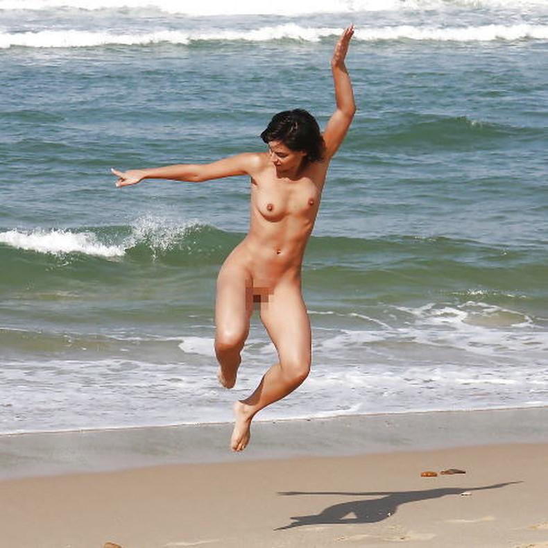 【おっぱい】おっぱい晒しながらジャンプして宙に浮いてる瞬間のおっぱいをとらえたジャンプヌードのおっぱい画像集!ww【80枚】 20