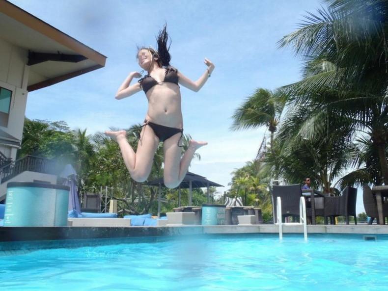 【おっぱい】おっぱい晒しながらジャンプして宙に浮いてる瞬間のおっぱいをとらえたジャンプヌードのおっぱい画像集!ww【80枚】 31