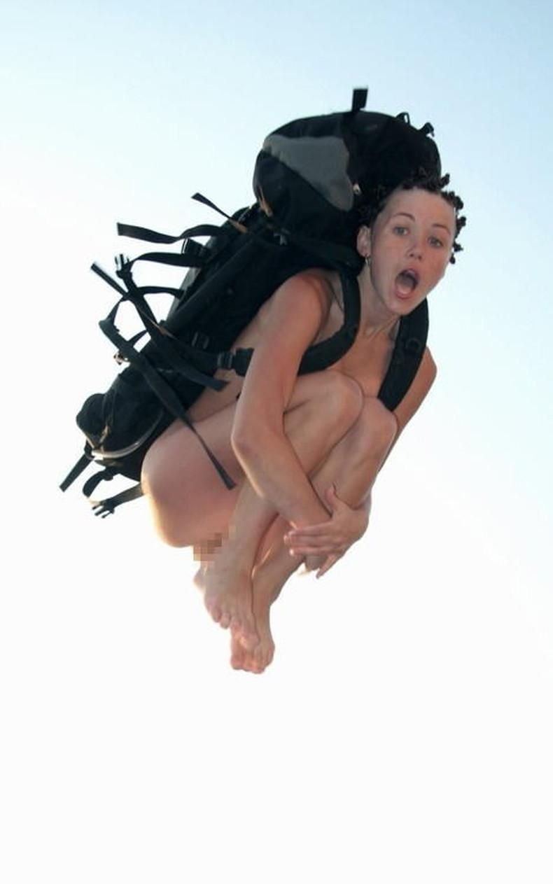 【おっぱい】おっぱい晒しながらジャンプして宙に浮いてる瞬間のおっぱいをとらえたジャンプヌードのおっぱい画像集!ww【80枚】 39