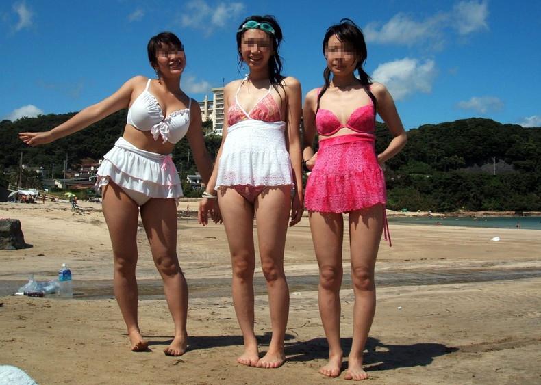 【おっぱい】ビーチでエロ過ぎる素人のビキニギャルを発見したので谷間や胸チラを盗撮したったビーチ巨乳のおっぱい画像集!ww【80枚】 10