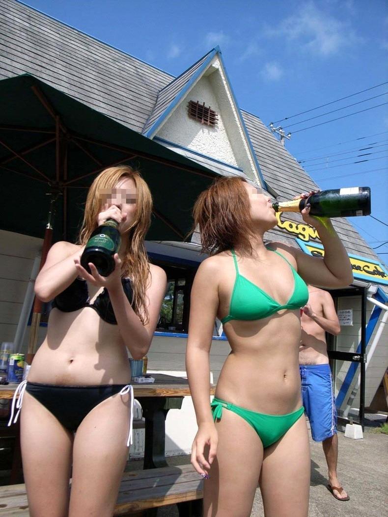 【おっぱい】ビーチでエロ過ぎる素人のビキニギャルを発見したので谷間や胸チラを盗撮したったビーチ巨乳のおっぱい画像集!ww【80枚】 26