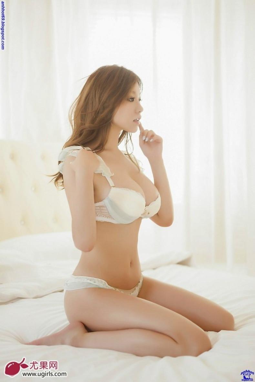 【おっぱい】通販サイトやカタログの下着モデルがセクシーランジェリーで胸チラしたり透け乳首状態になってる下着モデルのエロ画像集!ww【80枚】 55