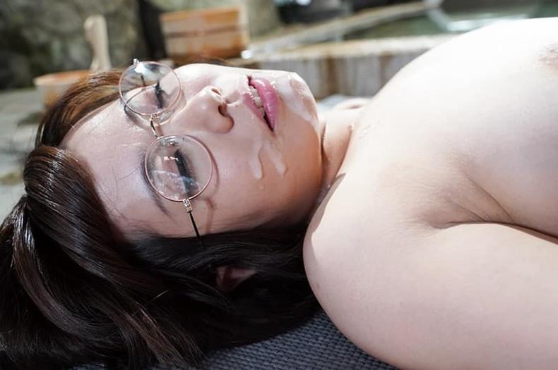 【おっぱい】地味で大人しそうな眼鏡の主婦のデカパイを揉んで不倫セックスしまくるメガネ妻のおっぱい画像集!ww【80枚】 09