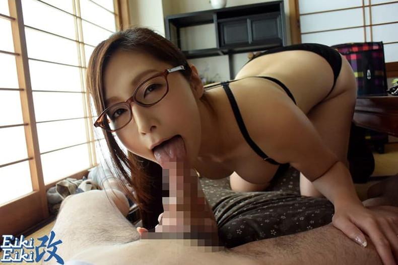 【おっぱい】地味で大人しそうな眼鏡の主婦のデカパイを揉んで不倫セックスしまくるメガネ妻のおっぱい画像集!ww【80枚】 13