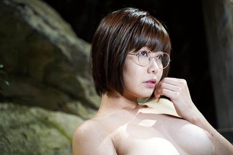 【おっぱい】地味で大人しそうな眼鏡の主婦のデカパイを揉んで不倫セックスしまくるメガネ妻のおっぱい画像集!ww【80枚】 30