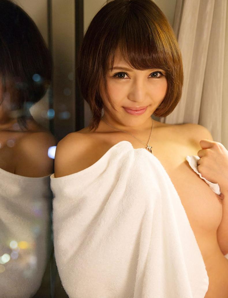 【おっぱい】バスタオルがはらりと取れて濡れた美乳がチラ見えしてる湯上がり美人のおっぱい画像集!ww【80枚】 31