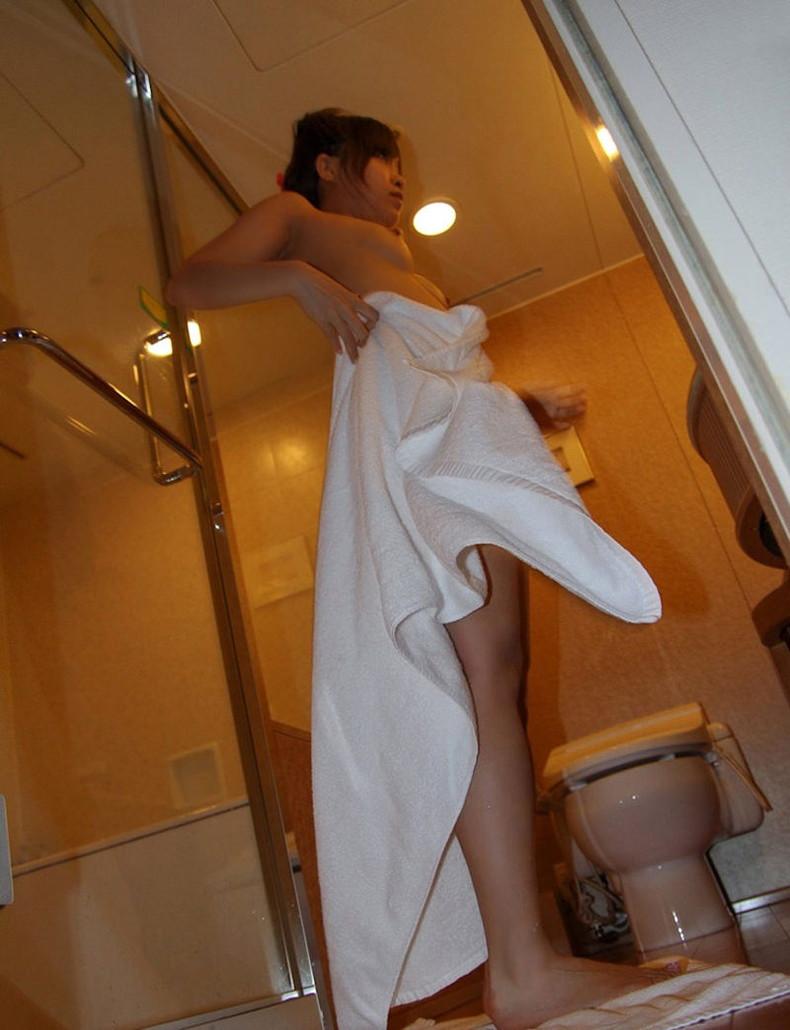 【おっぱい】バスタオルがはらりと取れて濡れた美乳がチラ見えしてる湯上がり美人のおっぱい画像集!ww【80枚】 38