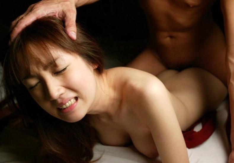 【おっぱい】セックス中にうつ伏せでおっぱいが潰され乳首が擦れて気持ちよさそうな寝バックのおっぱい画像集!w【80枚】 12