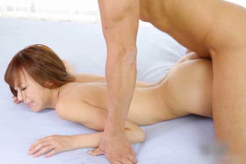 【おっぱい】セックス中にうつ伏せでおっぱいが潰され乳首が擦れて気持ちよさそうな寝バックのおっぱい画像集!w【80枚】 51