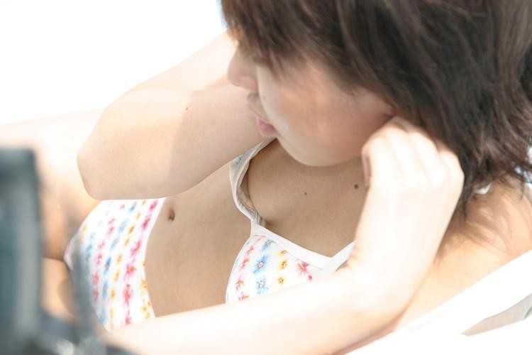 【おっぱい】ビーチやプールで発見した乳首ポロリハプニングしてる女の子を盗撮した水着おっぱい画像集【80枚】 40