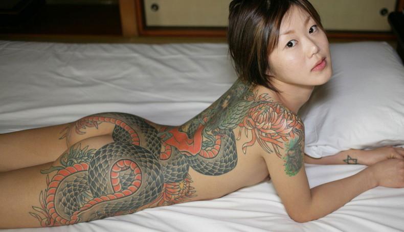 【おっぱい】イマドキ女子を脱がせておしゃれタトゥーがあったらヤリマン決定!!タトゥー入り美女のおっぱい画像集!w【80枚】 19