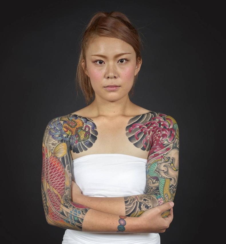 【おっぱい】イマドキ女子を脱がせておしゃれタトゥーがあったらヤリマン決定!!タトゥー入り美女のおっぱい画像集!w【80枚】 52