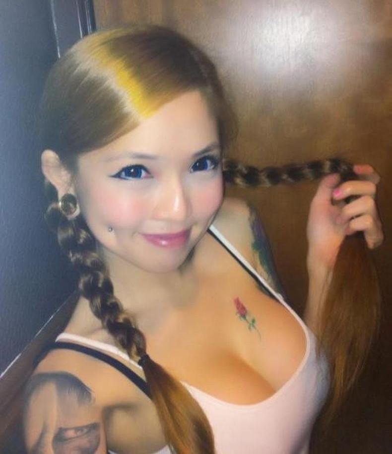 【おっぱい】イマドキ女子を脱がせておしゃれタトゥーがあったらヤリマン決定!!タトゥー入り美女のおっぱい画像集!w【80枚】 61