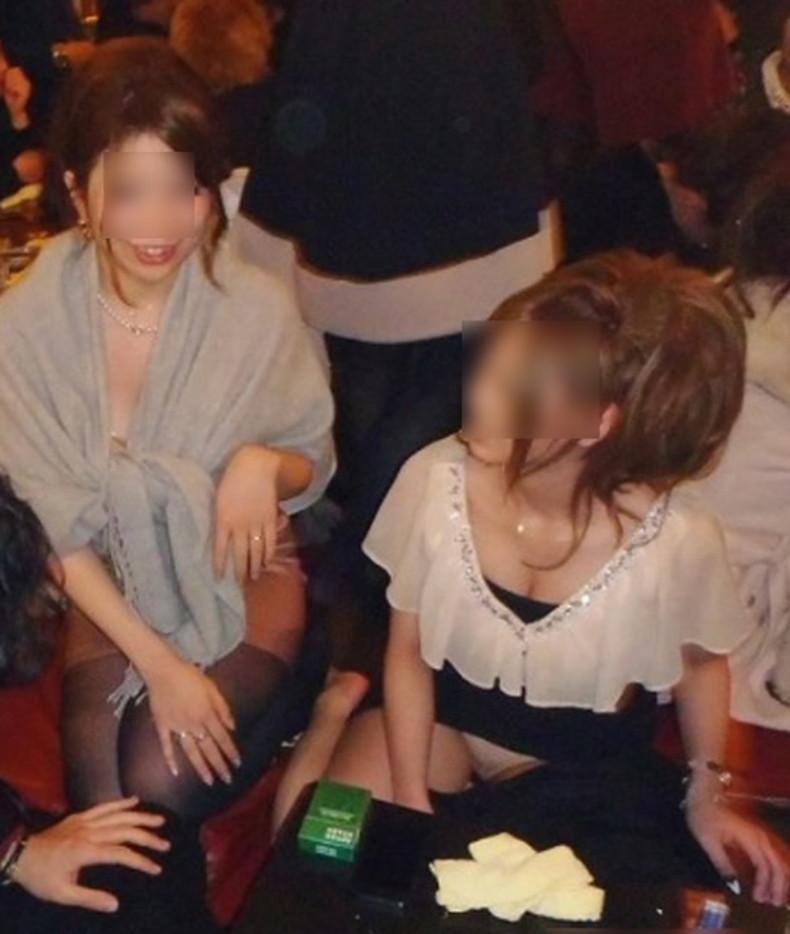 【おっぱい】パーティードレスやキャバ嬢のドレスをめくっておっぱいポロリさせてるドレスのおっぱい画像集!w【80枚】 50