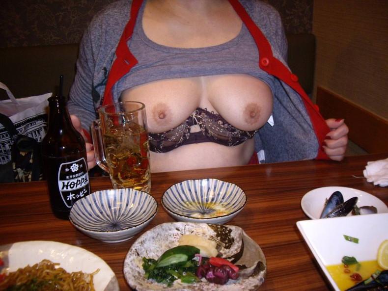 【おっぱい】泥酔し調子に乗って店内で乳首露出して寝取られちゃったww居酒屋おっぱい画像集【80枚】 64