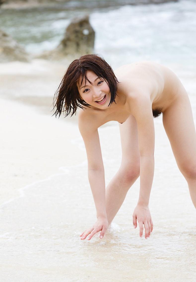 【おっぱい】海岸でで自慢の日焼けおっぱいを晒してくれる美女が眩し過ぎるビーチヌードのおっぱい画像集!w【80枚】 20