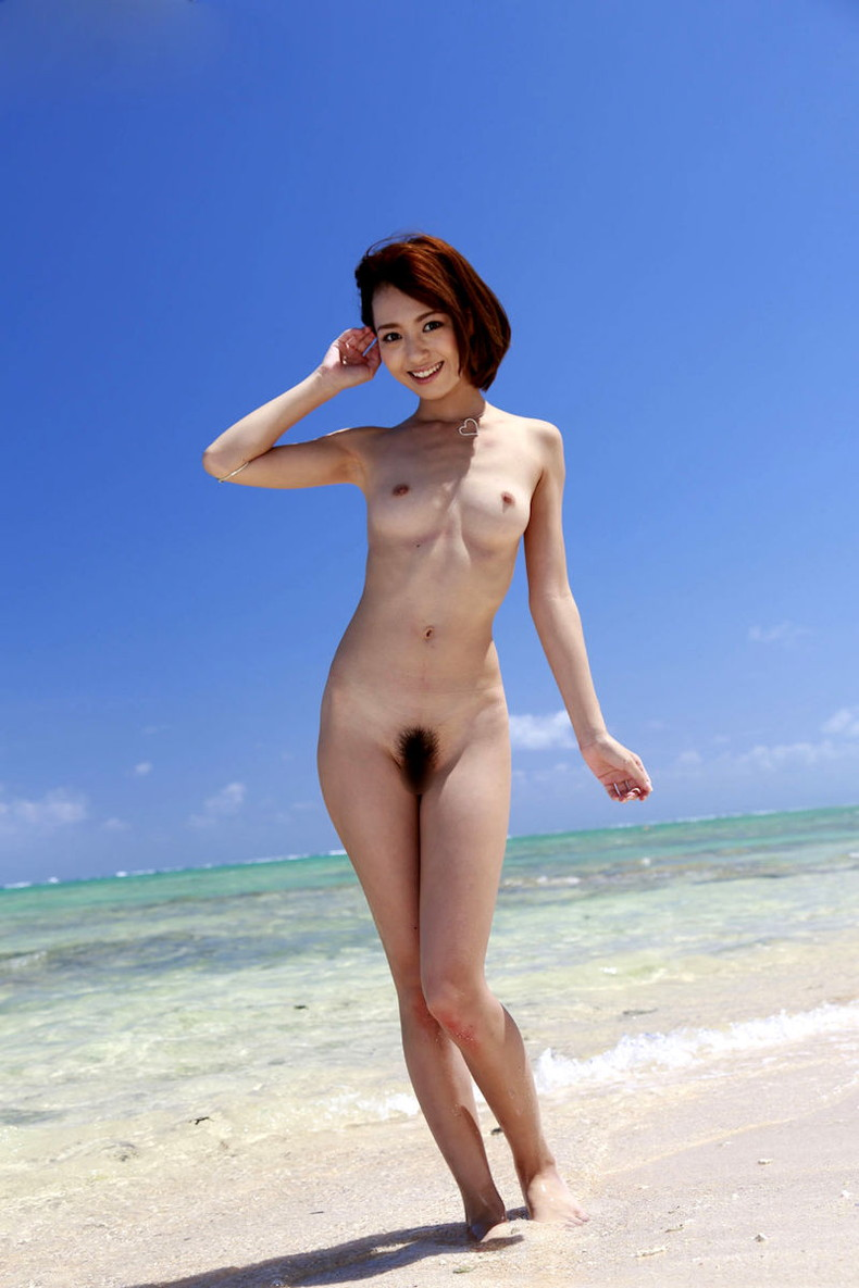 【おっぱい】海岸でで自慢の日焼けおっぱいを晒してくれる美女が眩し過ぎるビーチヌードのおっぱい画像集!w【80枚】 32