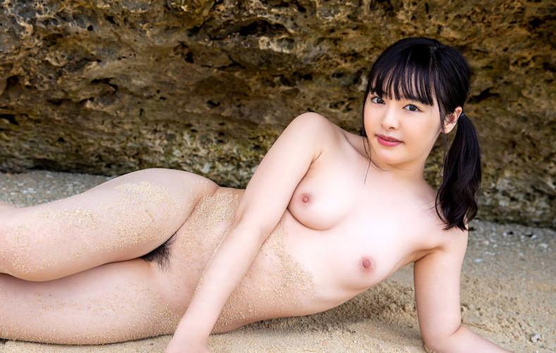 【おっぱい】海岸でで自慢の日焼けおっぱいを晒してくれる美女が眩し過ぎるビーチヌードのおっぱい画像集!w【80枚】 51