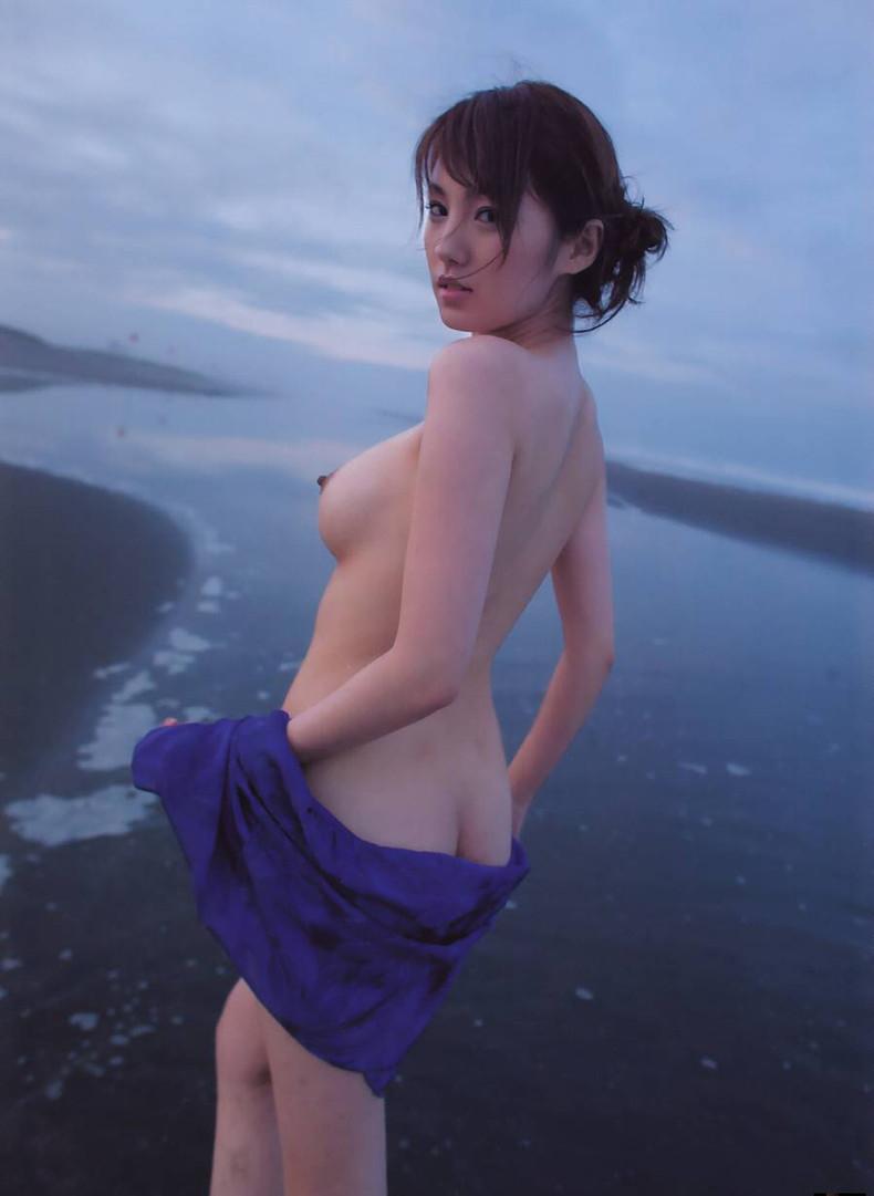 【おっぱい】海岸でで自慢の日焼けおっぱいを晒してくれる美女が眩し過ぎるビーチヌードのおっぱい画像集!w【80枚】 53