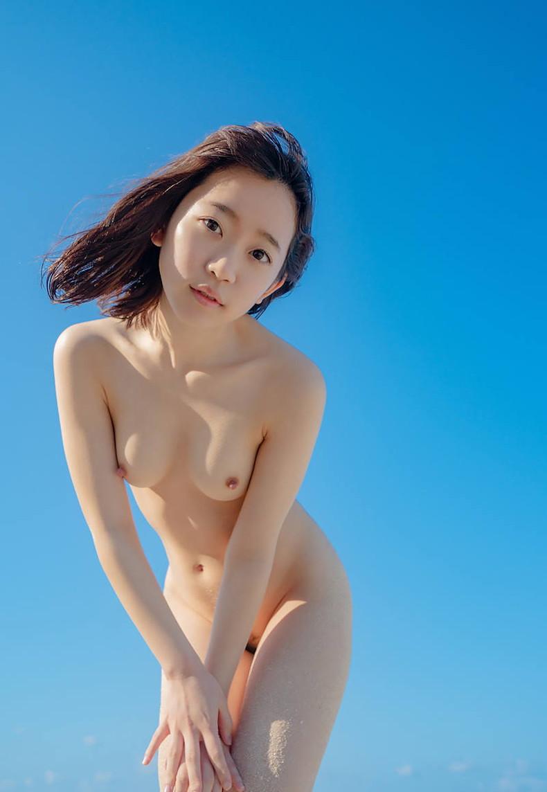 【おっぱい】海岸でで自慢の日焼けおっぱいを晒してくれる美女が眩し過ぎるビーチヌードのおっぱい画像集!w【80枚】 72