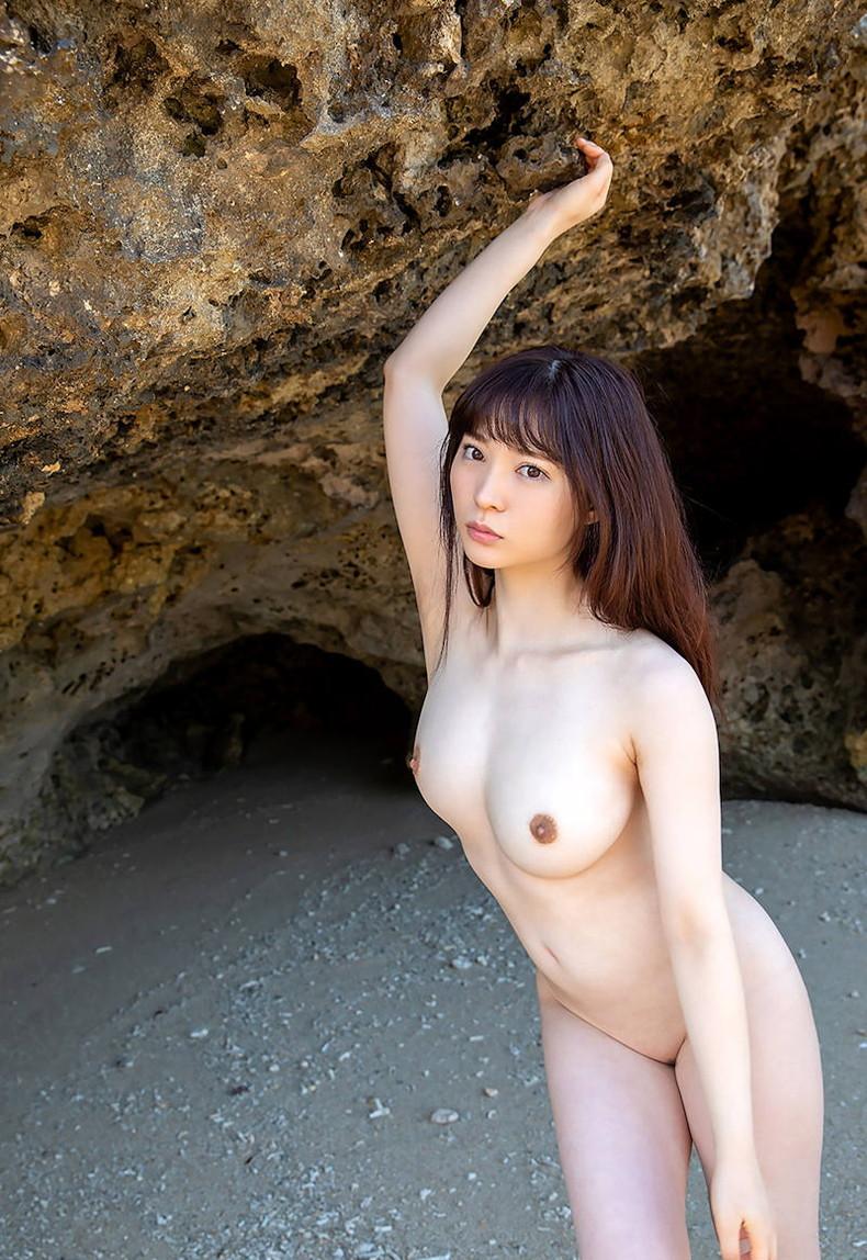 【おっぱい】海岸でで自慢の日焼けおっぱいを晒してくれる美女が眩し過ぎるビーチヌードのおっぱい画像集!w【80枚】 76