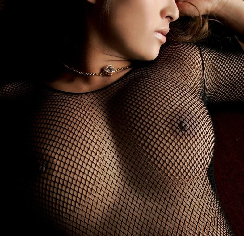 【おっぱい】全身網タイツとも言えるような乳首が透け透けのエロランジェリーを着たボディーストッキングのおっぱい画像集!w【80枚】 01