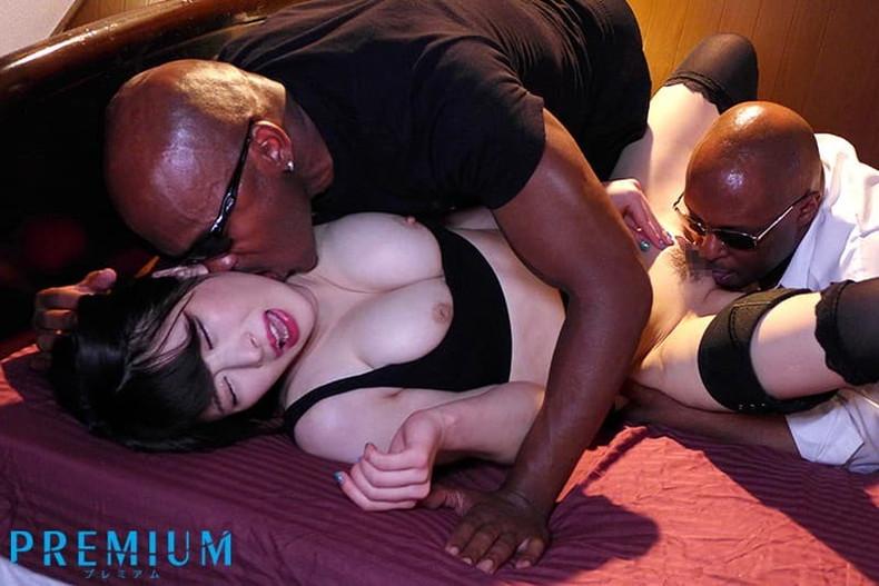 【おっぱい】黒人の巨根をパイズリできる巨乳ビッチがガチハメされてる黒人セックスのおっぱい画像集!w【80枚】 43