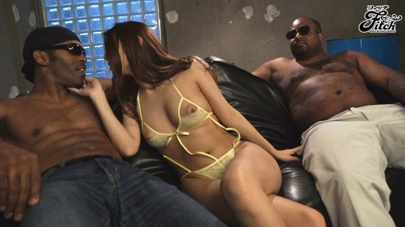【おっぱい】黒人の巨根をパイズリできる巨乳ビッチがガチハメされてる黒人セックスのおっぱい画像集!w【80枚】 67