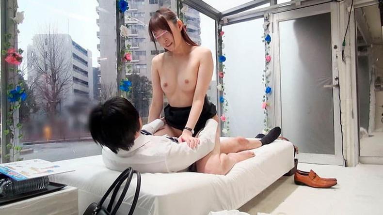 【おっぱい】不倫妻が巨乳を吸われて夫とのセックスよりも乳首が固く勃起している不倫妻のおっぱい画像集!w【80枚】 24
