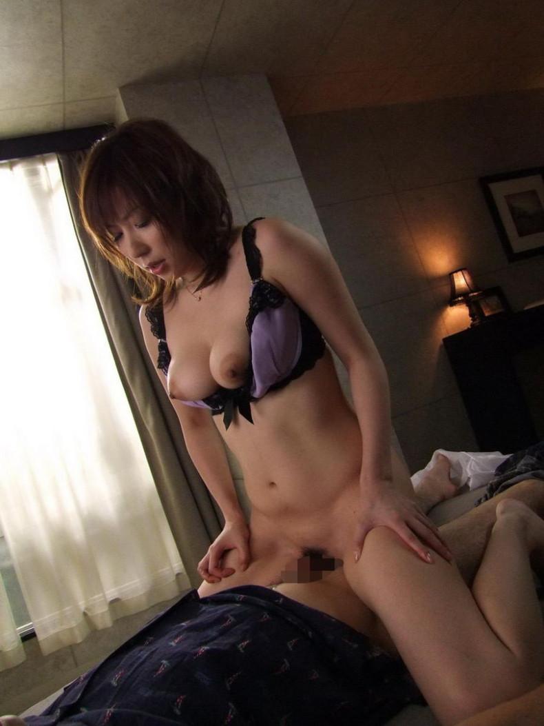 【おっぱい】不倫妻が巨乳を吸われて夫とのセックスよりも乳首が固く勃起している不倫妻のおっぱい画像集!w【80枚】 49
