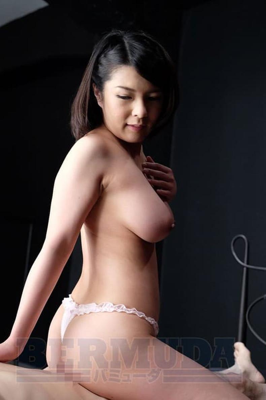 【おっぱい】不倫妻が巨乳を吸われて夫とのセックスよりも乳首が固く勃起している不倫妻のおっぱい画像集!w【80枚】 55