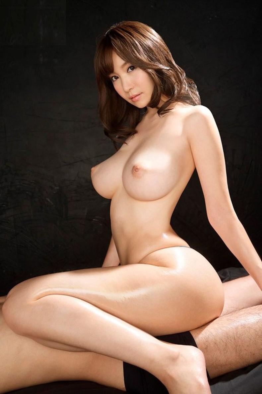 【おっぱい】ピンク乳首で程よく巨乳な吸い付きたくなる名作おっぱい!S級美女たちの神乳おっぱい画像集!w【80枚】 27