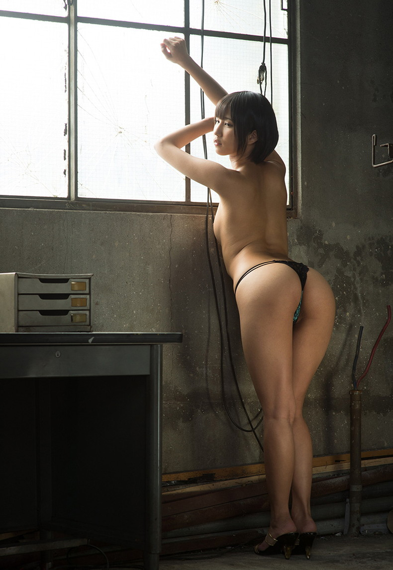 【おっぱい】美尻で巨乳なS級お姉さんがTバックを見せつけつつおっぱいも露出して誘惑してくれてるTバック娘のおっぱい画像集!w【80枚】 77