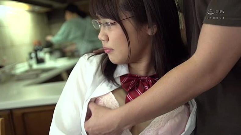 【おっぱい】メガネを取るとガチ美少女なロリ娘のおっぱいを舐めまくってる眼鏡美少女のおっぱい画像集!w【80枚】 05
