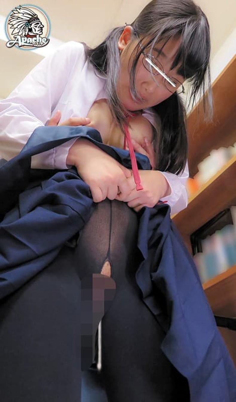 【おっぱい】メガネを取るとガチ美少女なロリ娘のおっぱいを舐めまくってる眼鏡美少女のおっぱい画像集!w【80枚】 29