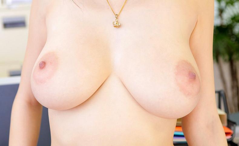 【おっぱい】ピンク乳首で見事なお椀型巨乳の美しいおっぱい画像集!w【80枚】