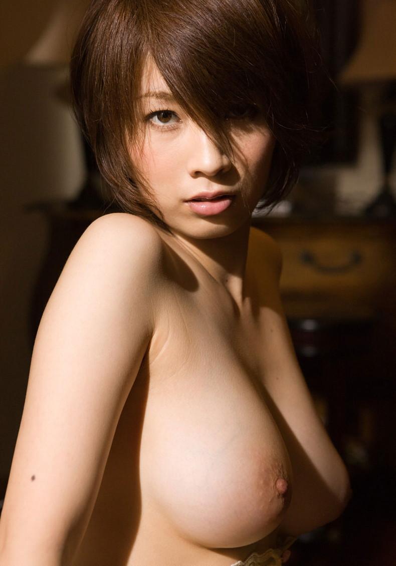 【おっぱい】ピンク乳首で見事なお椀型巨乳の美しいおっぱい画像集!w【80枚】 71