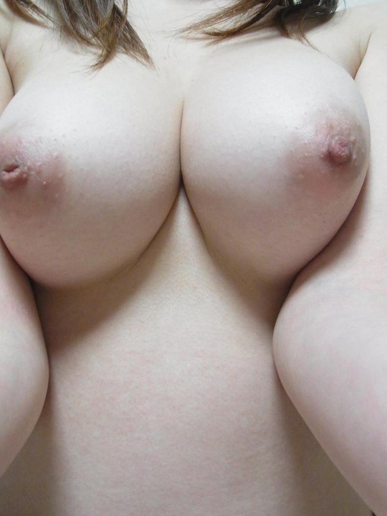 【おっぱい】ピンク乳首で見事なお椀型巨乳の美しいおっぱい画像集!w【80枚】 80
