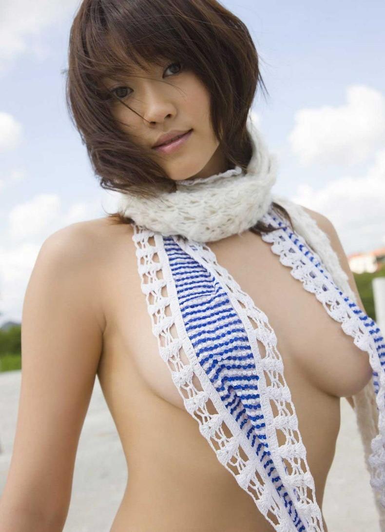 【おっぱい】デカパイ美女の横乳が柔らかそうで指でツンツンしたくなる巨乳横乳のおっぱい画像集!w【80枚】 22