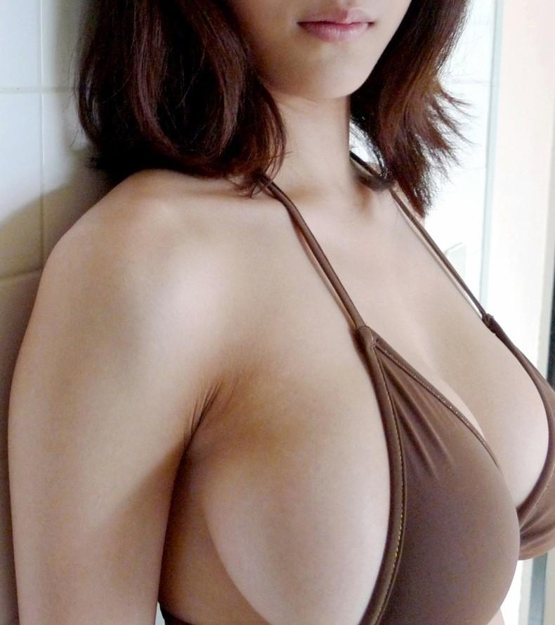 【おっぱい】デカパイ美女の横乳が柔らかそうで指でツンツンしたくなる巨乳横乳のおっぱい画像集!w【80枚】 24