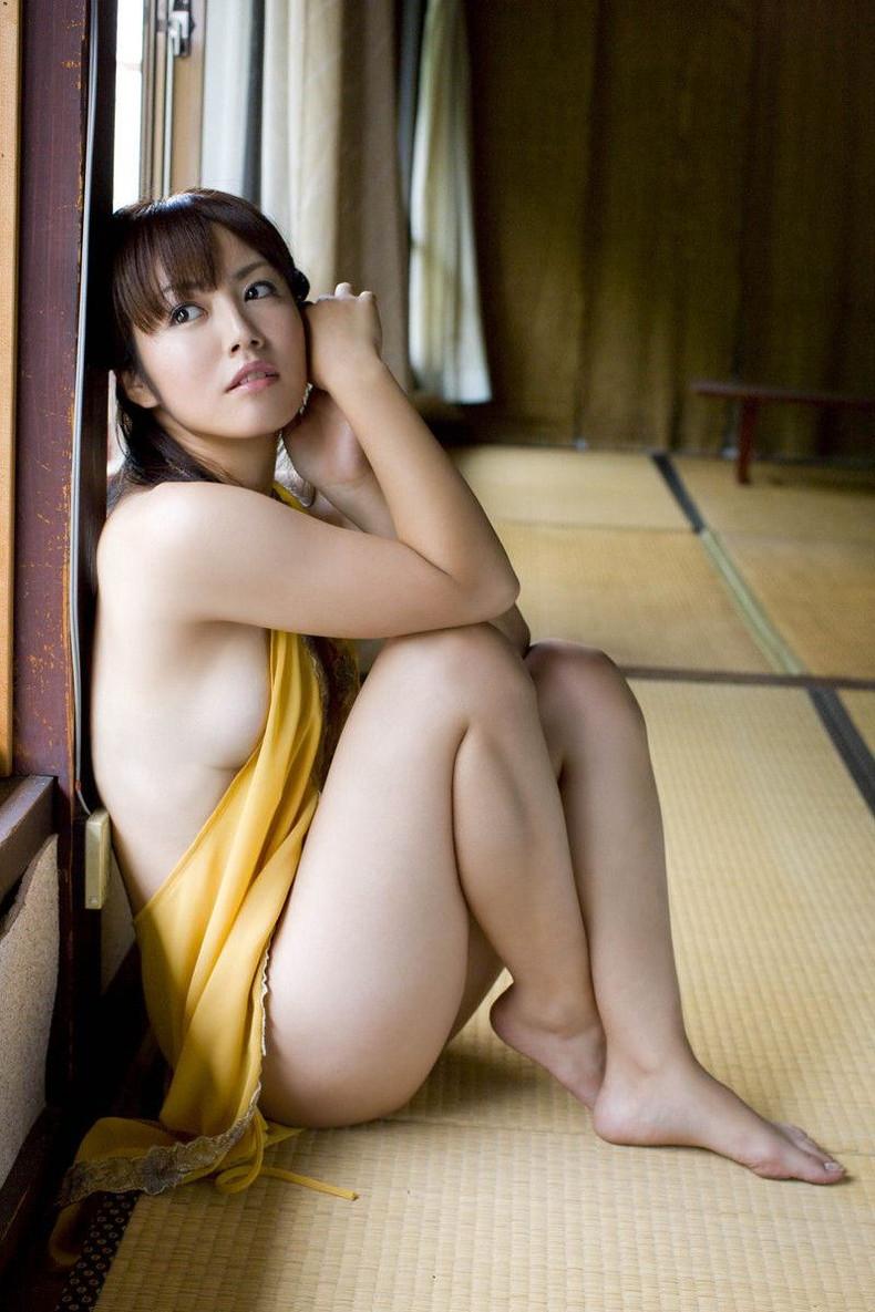 【おっぱい】デカパイ美女の横乳が柔らかそうで指でツンツンしたくなる巨乳横乳のおっぱい画像集!w【80枚】 27