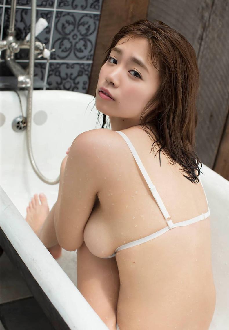 【おっぱい】デカパイ美女の横乳が柔らかそうで指でツンツンしたくなる巨乳横乳のおっぱい画像集!w【80枚】 31