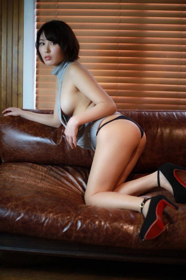 【おっぱい】デカパイ美女の横乳が柔らかそうで指でツンツンしたくなる巨乳横乳のおっぱい画像集!w【80枚】 70