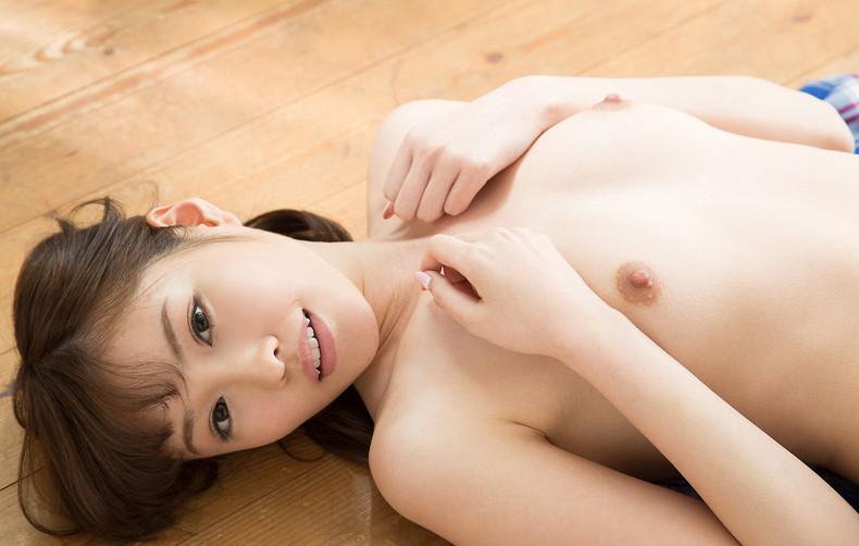 【おっぱい】仰向けで晒す美女の潰れたおっぱいや陰毛がエロ過ぎる仰向けヌードのおっぱい画像集!ww【80枚】 34