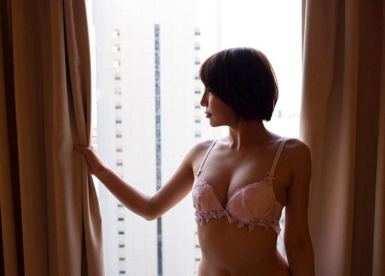 【おっぱい】セクシー下着のレースから透ける美女のピンク乳首が眩しすぎるランジェリー姿のおっぱい画像集!w【80枚】 03