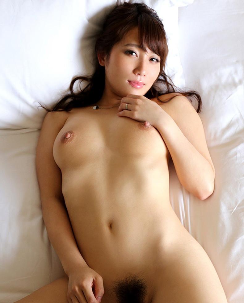 【おっぱい】ふさふさ陰毛と美乳の組み合わせがエロ過ぎるヘアヌード美女のおっぱい画像集!w【80枚】 35