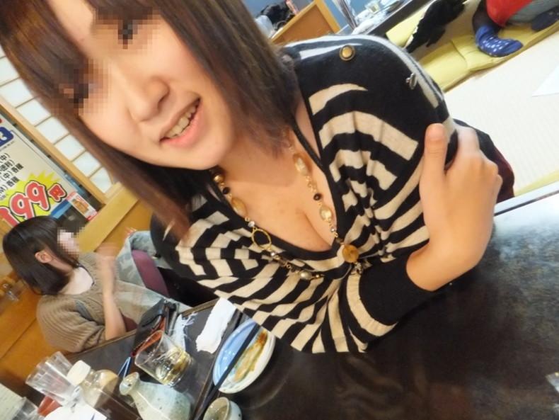 【おっぱい】スナップ撮影で素人女子が意図せず胸チラしちゃってるスナップ写真のおっぱい画像集ww【80枚】 18