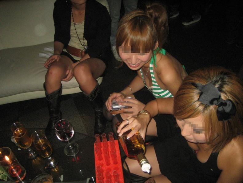 【おっぱい】スナップ撮影で素人女子が意図せず胸チラしちゃってるスナップ写真のおっぱい画像集ww【80枚】 46
