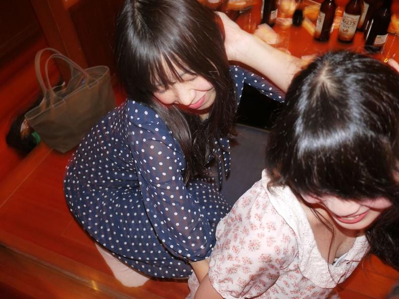 【おっぱい】スナップ撮影で素人女子が意図せず胸チラしちゃってるスナップ写真のおっぱい画像集ww【80枚】 50